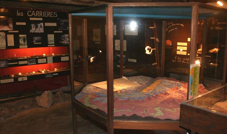 ........Musée Géologique avec maquettes et animations interactives ....