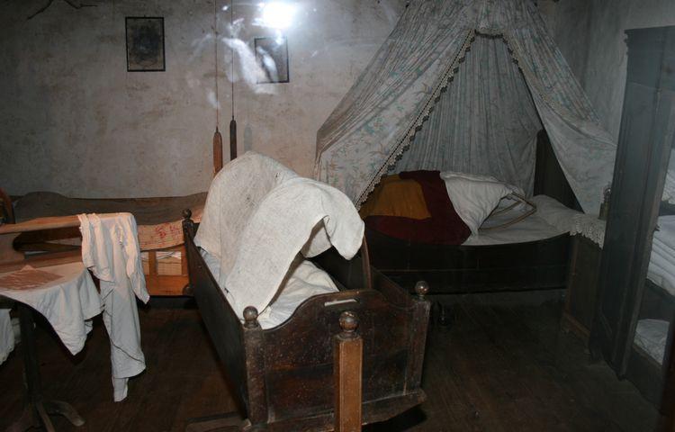 """............La chambre à coucher et ses """"accessoires""""....."""