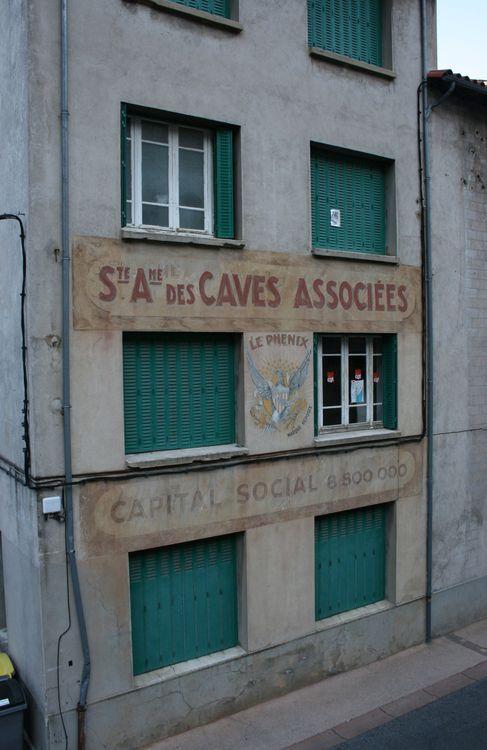 ....Quelques façades avec des marques célèbres …
