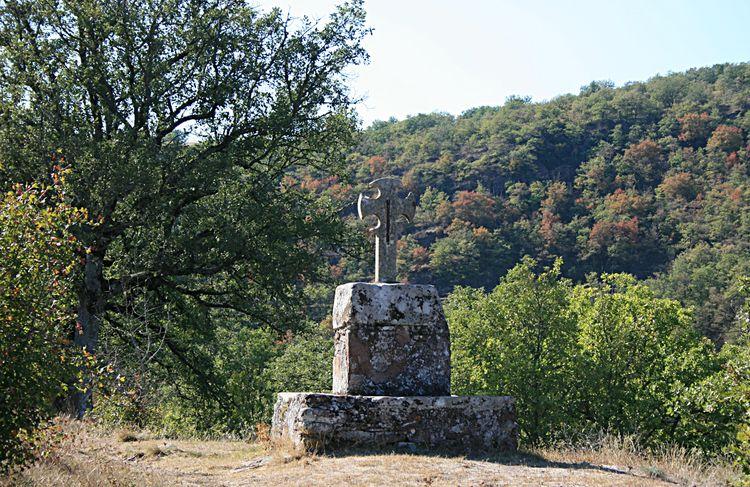 ......Les remparts avaient quatre mètres de haut , protégés par des tours aujourd'hui disparues…