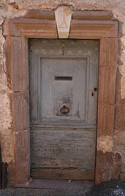 ….des portes richement « travaillées » ….