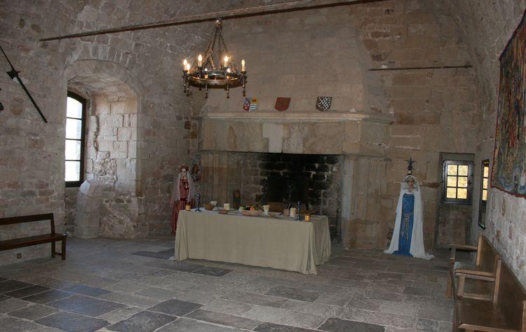 ...........La Salle du Seigneur avec son festin ,la cheminée Renaissance.........