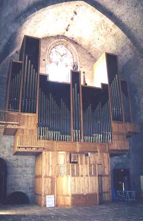"""L'orgue a été terminé en Juin 1997.  Orgue contemporain : 60 Jeux , 4 Claviers , 12 m de haut et 9 m de large .  (4000 parrains ont """"achetés""""les tuyaux pour réaliser ce projet ......."""