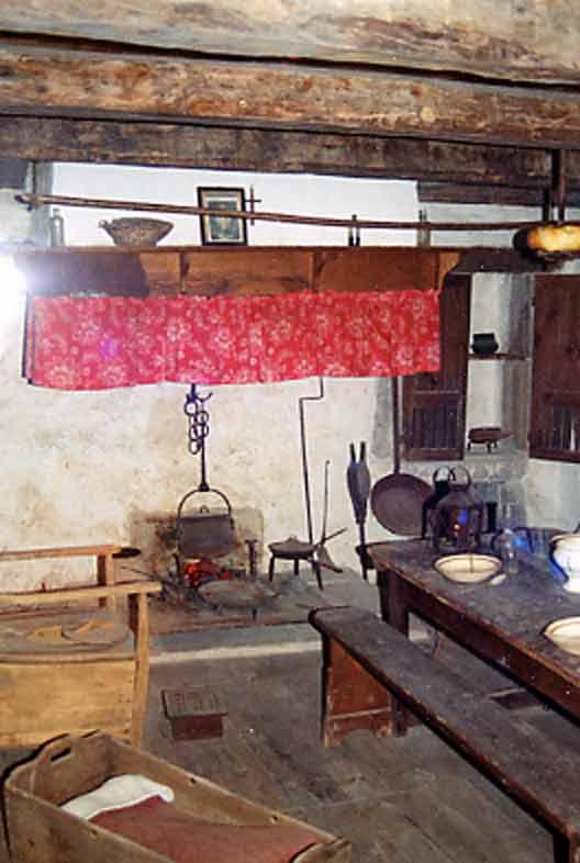 ..............L'intérieur de cette maison est commentée par des témoignages de personnes ayant connu cette époque pendant leur enfance ….