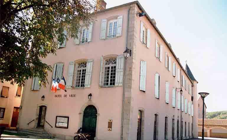 L'hôtel de Neirac abrite aujourd'hui L'hôtel de ville ....