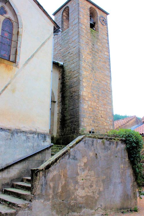 Après l'église , le château en miniature apparaît de cette splendide demeure en bord de Sorgues …