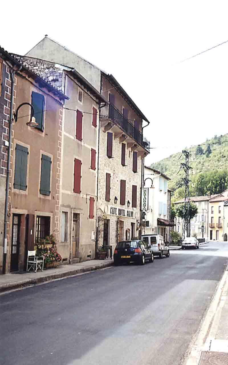 ......Quelques vues du village avant de revenir sur la route principale......