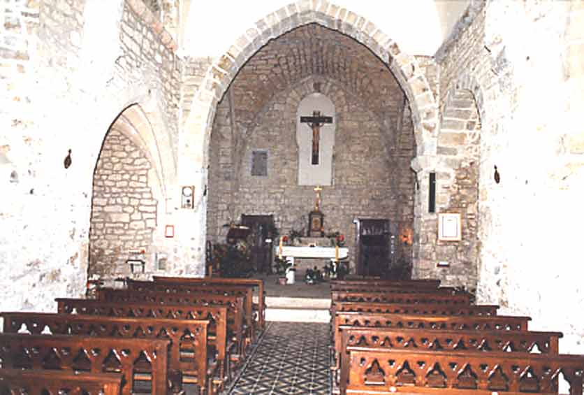 .......Nous arrivons à l'église fortifiée et jetons un oeil à l'intérieur ….