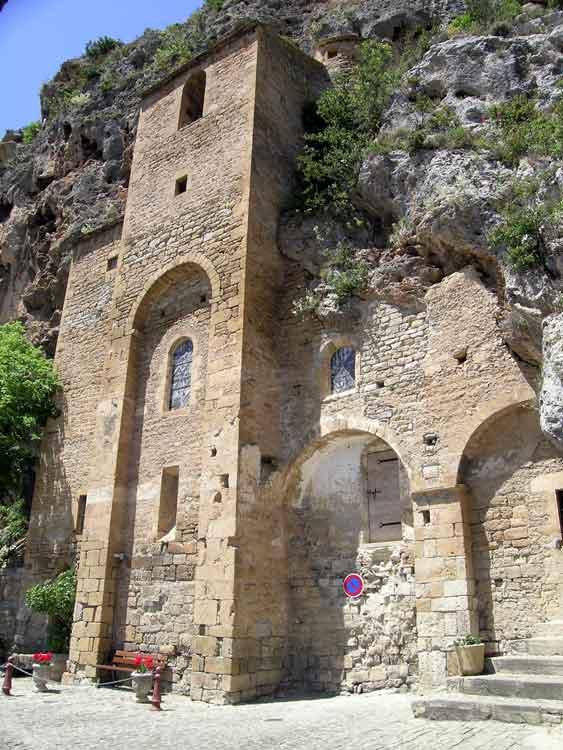 ........Eglise troglodytiques qui servait de refuge aux populations car le village de Peyre ne possédait pas de fortifications.......