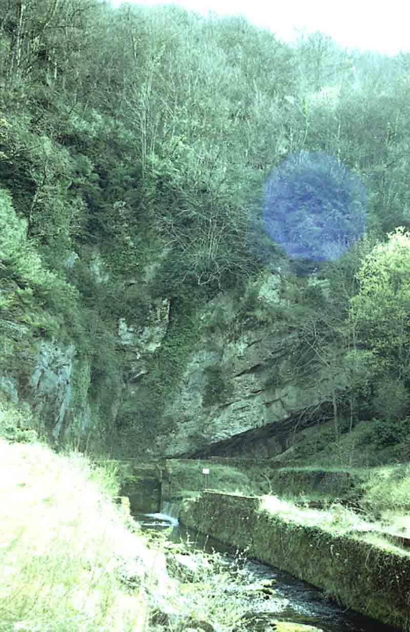 ....Le plateau du Larzac , par lui même, est une réserve d'eau naturelle . ....