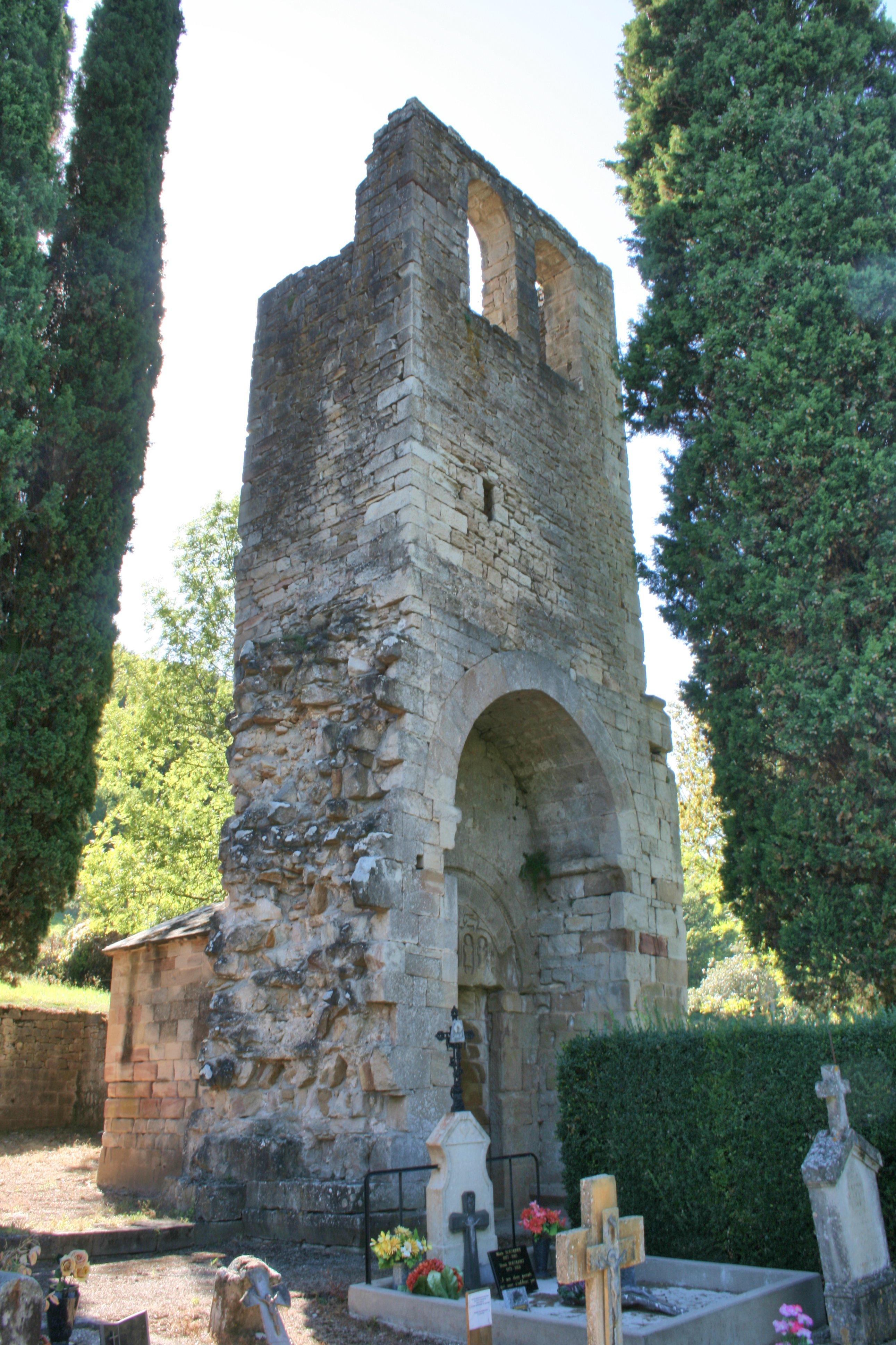 L'entrée du Cimetière avec son monument et la tombe de LEIGH BYRON fille incestueuse de Lord Byron le célèbre poète Britannique