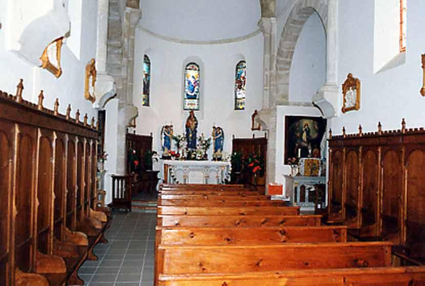Intérieur de la chapelle avec sa voûte Romaine.