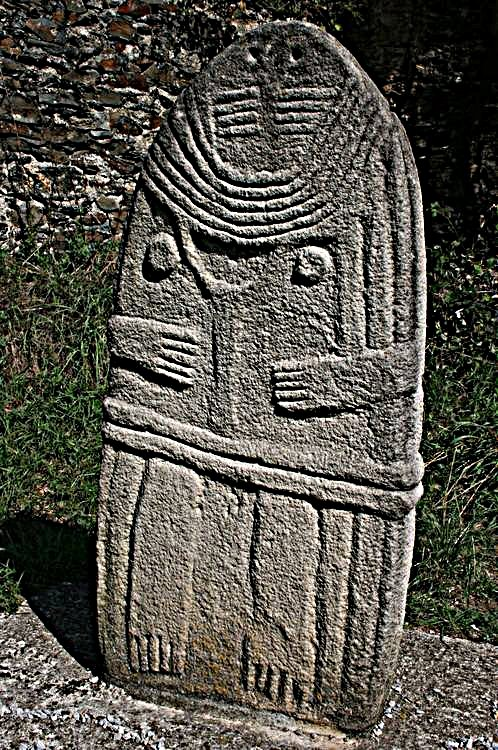 ...........Statue Menhir : La Dame de Saint-Sernin........