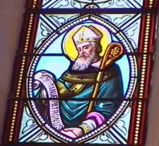 Voici les magnifiques vitraux de la chapelle offerts par les communes environnantes.....