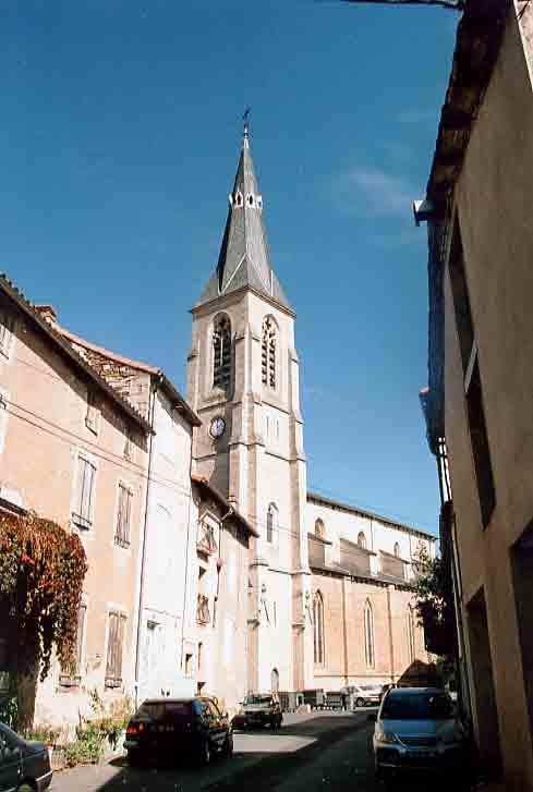 La cathédrale de Vabres du style Languedocien dont la construction a débutée au XIVè siècle .....