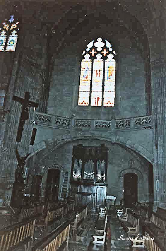 Vue vers l'orgue et la sacristie avant restauration