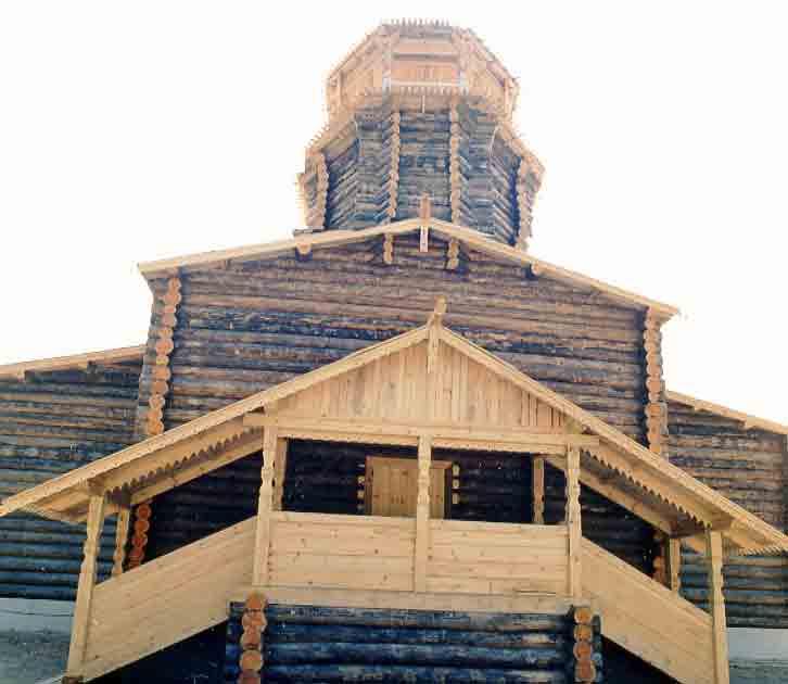Édifice de Bois qui a mal supporté le climat de nos contrées dont la structure a été gravement endommagée ...  Il faut sauver cette Église !!!.