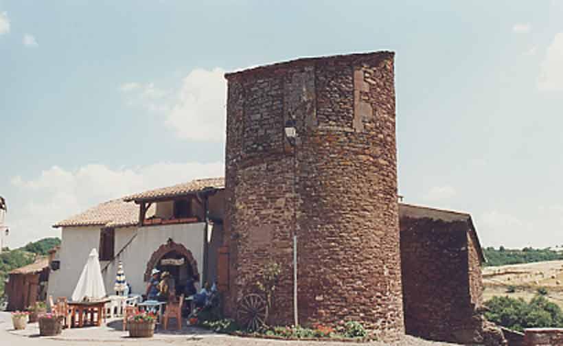 .....Place du Fort où se trouve la statue de la vierge....
