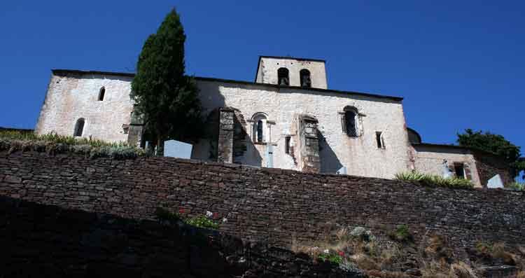 ......L'église récemment restaurée...........