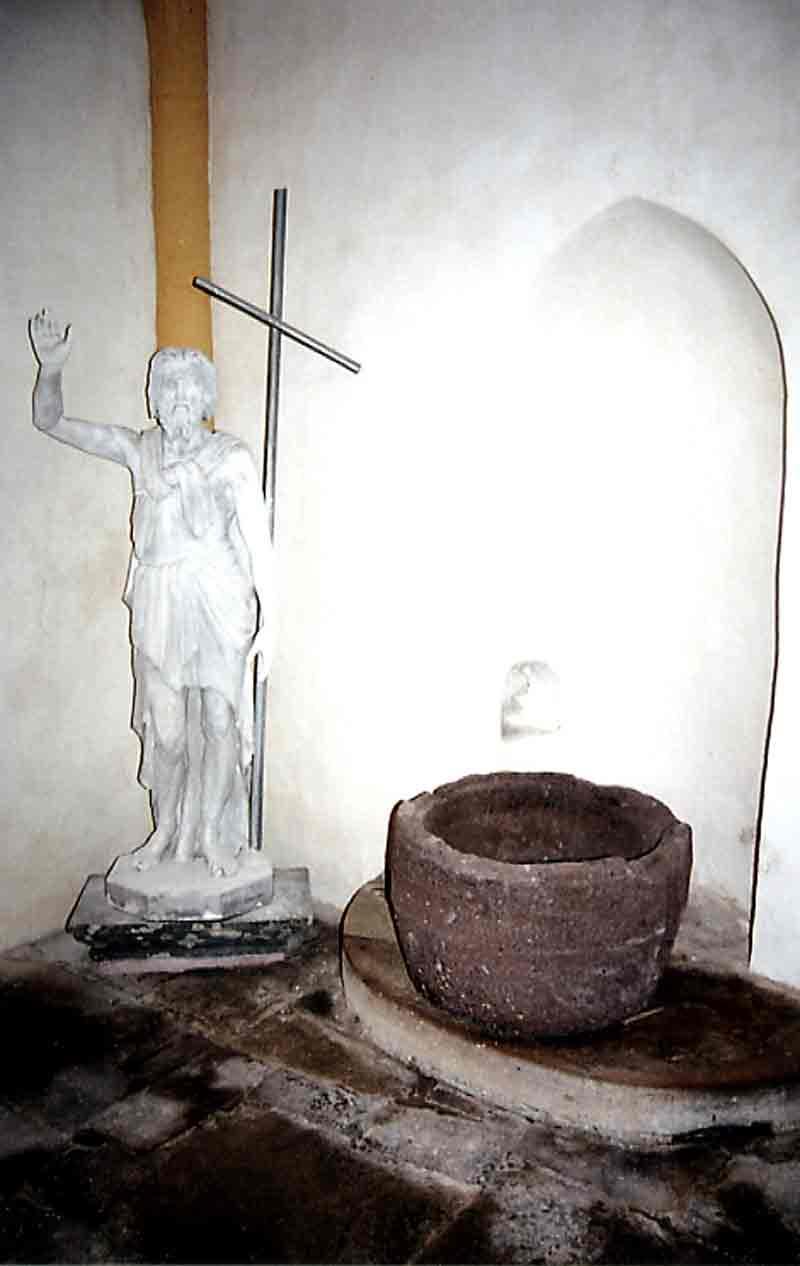 .....Côté Gauche:Les Statues.....