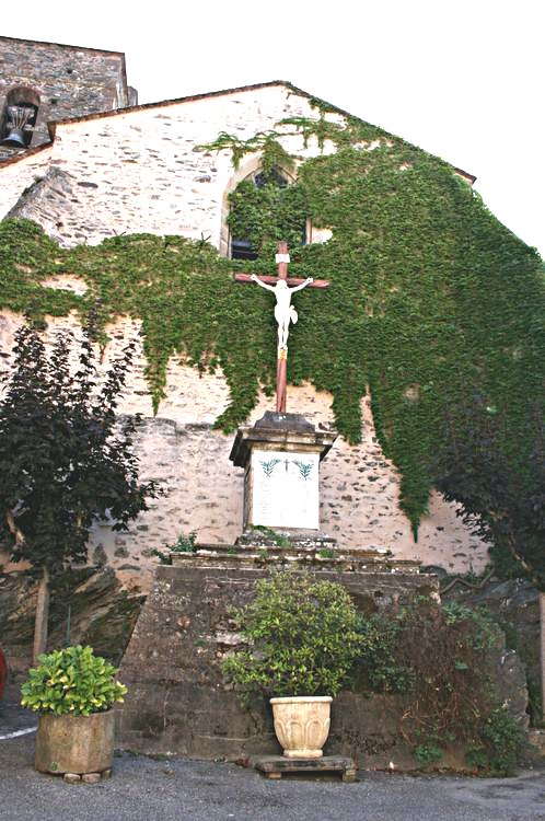 .....Après la Place de la Collégiale,le rue Haute deviens rue de la Trincade pour arriver sur la Place de la Vierge...........