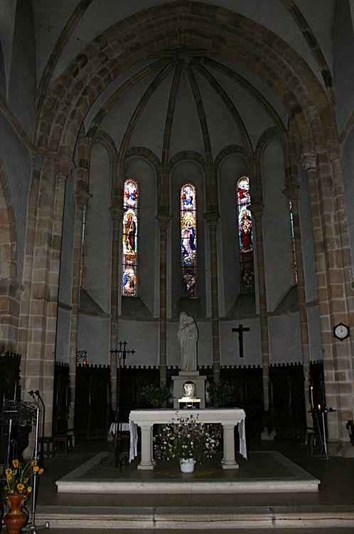 ......La nef avec l'autel......