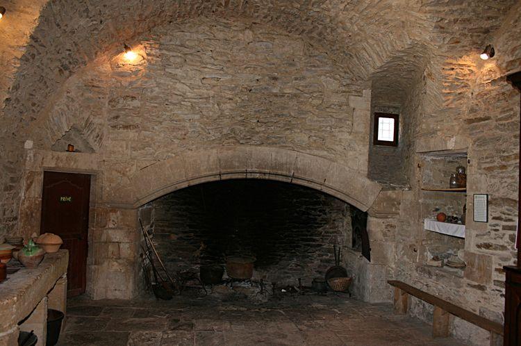 .......Superbe Âtre de cheminée avec sur la droite le four à pain.....