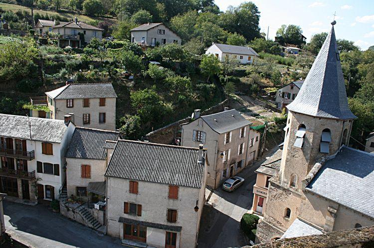 .......Vue du haut du Château sur le village de Coupiac......