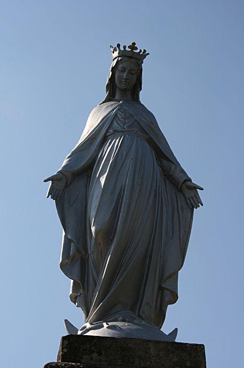 La Vierge aux mains ouvertes ......